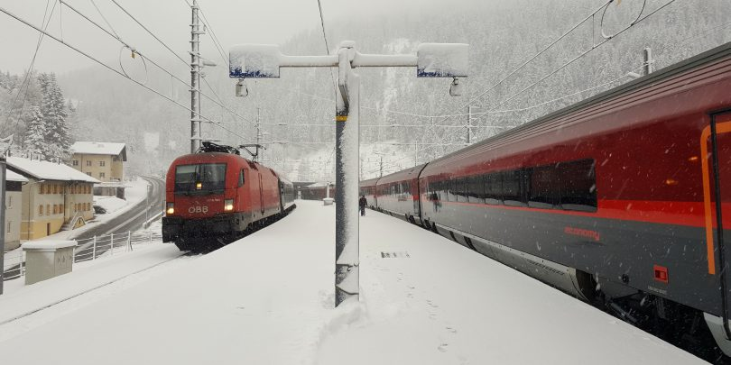 Lawinengefahr: Arlbergbahn unterbrochen