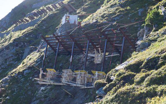 Bauarbeiten zum Schutz der Arlbergbahnstrecke